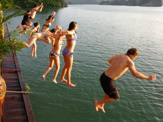 Những hữu ích khi đi du lịch tắm biển Hạ Long