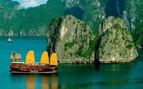 Bức tranh thủy mặc thiên nhiên đẹp mê hồn của vịnh Hạ Long